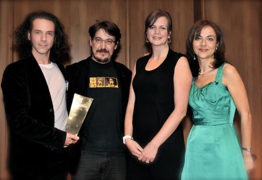 De gaude à droite: Alexandre Brachet (producteur), David Dufresne (co-auteur et réalisateur), Claire Harford (Eurosport) et Vanessa Mock (Feature Story News pour IAB).